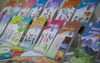 Yêu cầu không bán kèm sách tham khảo khi bán sách giáo khoa lớp 2 và lớp 6 mới