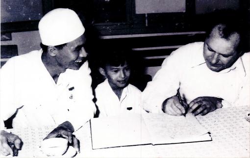 Nhờ nghỉ dịch, con rể giúp cha vợ viết cuốn hồi ký quý báu