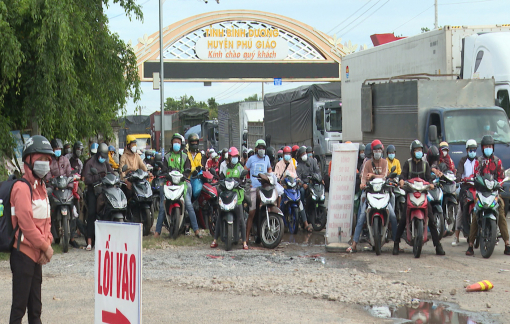 Hàng ngàn phương tiện đi qua Bình Phước để về Tây Nguyên