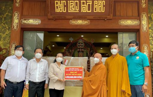 Trung ương Giáo hội Phật giáo Việt Nam tặng 6 máy thở đa năng cho TPHCM