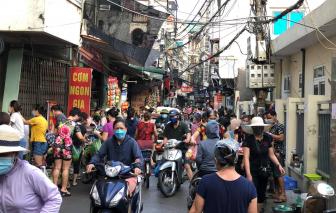 Hà Nội: Hàng hóa nhiều, người dân vẫn đổ xô mua lương thực