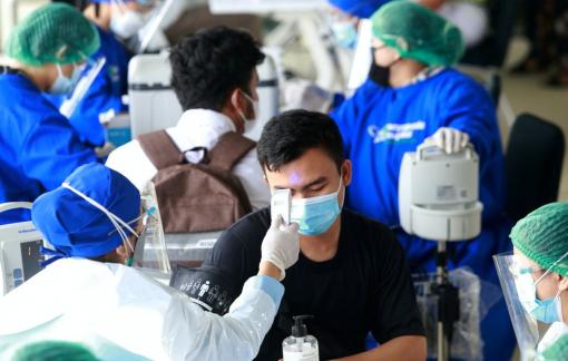 Malaysia phá kỷ lục ca nhiễm, đảo Bali cạn kiệt oxy