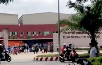 Hàng trăm công nhân ở Tây Ninh phá cổng công ty để chạy ra ngoài
