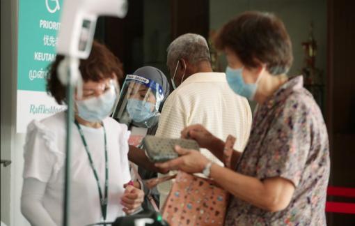 Singapore giãn cách xã hội đến 18/8, tìm mọi cách kêu gọi người già tiêm vắc xin COVID-19