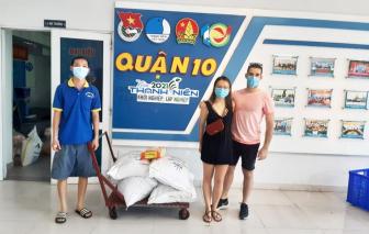 Mùa dịch, người nước ngoài chung tay làm từ thiện