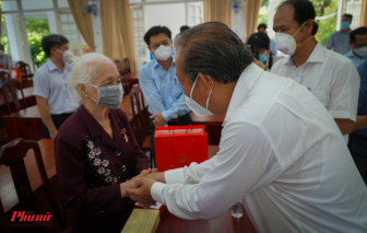 Phó thủ tướng Trương Hòa Bình thăm Mẹ VNAH nhân ngày 27/7