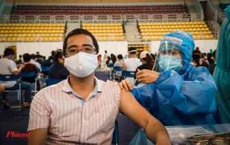 TPHCM đặt mục tiêu tiêm vắc xin COVID-19 khoảng 100.000 người/ngày