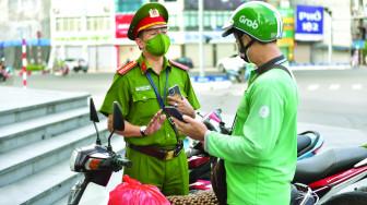 Hà Nội: Nhiều shipper bị phạt vì không đăng ký