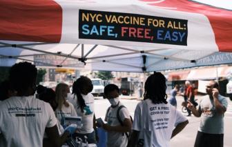 """Mỹ bắt buộc nhân viên chính phủ phải tiêm vắc xin COVID-19: """"Đừng nghĩ đại dịch đã kết thúc"""""""