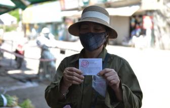 Hà Nội phát thẻ đi chợ cho dân