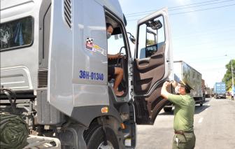 Tài xế chở hàng từ TPHCM ra đến Đà Nẵng thì tráo người để qua chốt kiểm dịch
