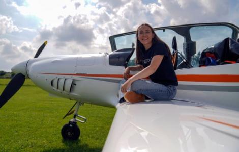Cô gái 19 tuổi sẽ bay vòng quanh thế giới để lập kỷ lục mới