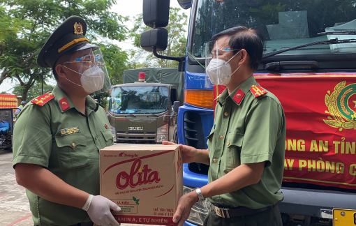 21 tấn thanh long và 1.000 phần quà từ Bình Thuận tiếp sức cho TPHCM