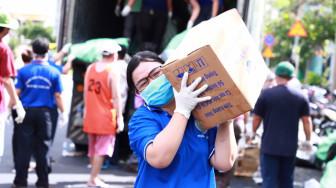 1.765 tấn hàng từ Thanh Hóa cập cảng Bến Nghé tiếp sức TPHCM