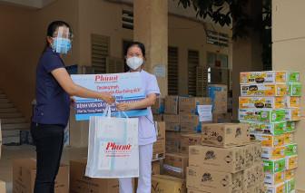 Báo Phụ Nữ TPHCM trao vật tư, thiết bị y tế và nhu yếu phẩm thiết yếu đến Bệnh viện dã chiến số 1