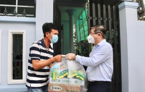 """Chủ tịch UBND TPHCM thăm chốt bảo vệ """"vùng xanh"""" tại Nhà Bè"""
