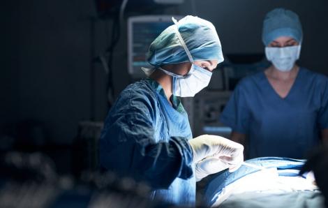 Nữ bác sĩ phẫu thuật có nguy cơ sẩy thai cao gấp hai lần