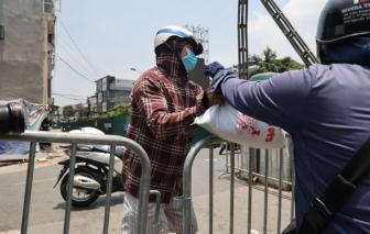 Người dân phường Chương Dương hối hả tích trữ đồ cho 15 ngày cách ly y tế