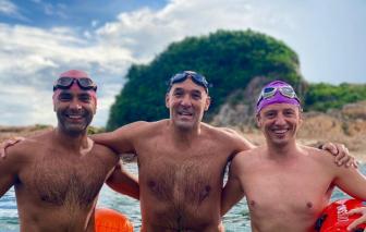 Bộ ba vận động viên Hồng Kông bơi 100 cây số mỗi ngày trong 20 ngày để gây quỹ từ thiện