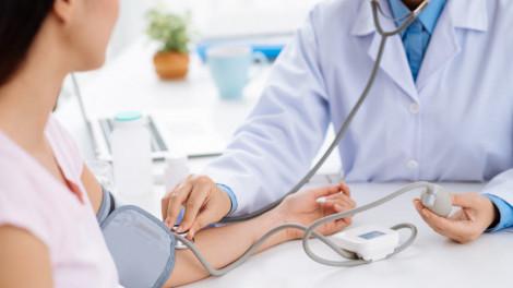 Người cao huyết áp, đái tháo đường lưu ý gì khi giãn cách?