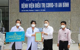 Bàn giao trang thiết bị y tế phục vụ công tác phòng, chống dịch COVID-19