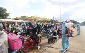 Đắk Lắk, Đắk Nông trắng đêm xét nghiệm cho hàng ngàn người về quê bằng xe cá nhân