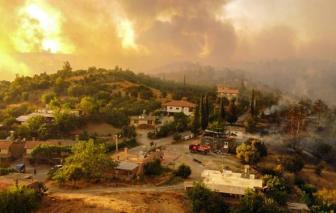 Hỏa hoạn tấn công nhiều nước châu Âu, hàng ngàn người sơ tán