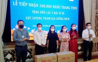 Pacific Foods và VinaFirst tặng 100.000 khẩu trang TS95 kháng khuẩn cho TPHCM