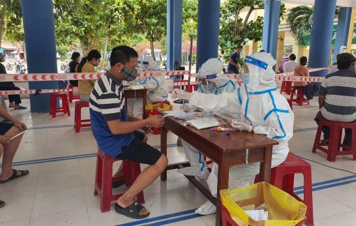 Đà Nẵng: Đề nghị xử lý nghiêm vụ cán bộ văn phòng đoàn ĐBQH tát nhân viên lấy mẫu COVID-19