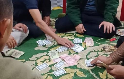 6 người bị phạt hơn 100 triệu đồng vì tụ tập đánh bạc giữa dịch COVID-19