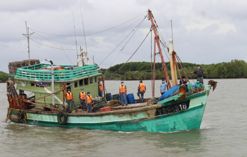 Bắt giữ tàu cá tháo định vị sang Malaysia đánh bắt cá trái phép