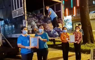 16 tấn thanh long và rau củ vừa được chuyển đến Hội LHPN các quận, huyện