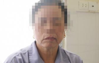 Người phụ nữ bị méo miệng, mắt không nhắm được vì tắm muộn