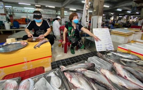 Chợ Hòa Hưng, Nguyễn Tri Phương, Bình Thới… mở cửa lại