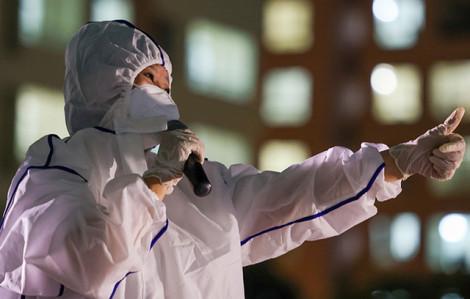 Ca sĩ Cẩm Vân và con gái hát động viên bệnh nhân điều trị COVID-19