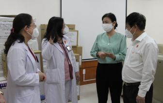 42 cơ quan báo chí TPHCM và Trung ương hỗ trợ trang thiết bị, vật phẩm y tế cho tuyến đầu chống dịch