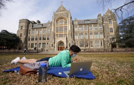 Kỳ nhập học mùa thu: Nỗi lo COVID-19 của các trường đại học Mỹ và quốc tế