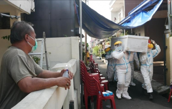 Malaysia vượt 20.000 ca mắc COVID-19 trong ngày, Indonesia tiếp tục ghi nhận tỷ lệ tử vong ở mức cao