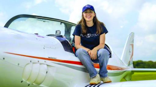 Cô gái bay vòng quanh thế giới ở tuổi 19