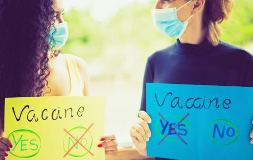 """""""Nghỉ chơi"""" với nhau chỉ vì bất đồng quan điểm về vắc xin COVID-19"""