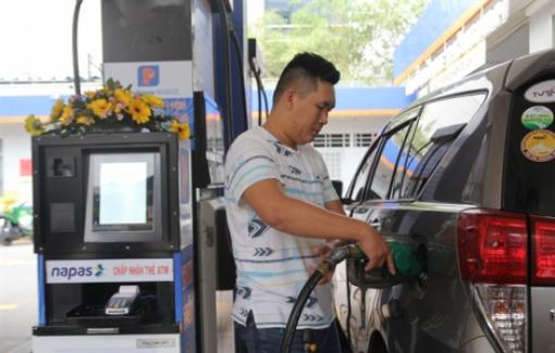 Xăng dầu đồng loạt giảm giá từ 15g ngày 26/8
