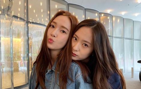Chị em Jessica - Krystal uống rượu vang đỏ, ăn sô cô la để dưỡng da