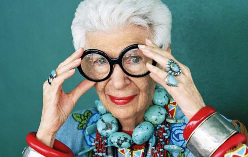 """Bí quyết giữ sự tươi trẻ của """"bà trùm"""" ngành thời trang 100 tuổi"""