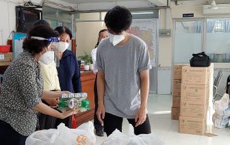 Chủ tịch Ủy ban MTTQ Việt Nam TPHCM Tô Thị Bích Châu thăm tặng quà tại quận Phú Nhuận và huyện Nhà Bè