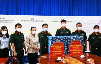 Lãnh đạo Thành phố thăm các y, bác sĩ và đơn vị quân đội tham gia phòng, chống dịch
