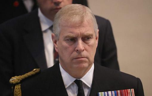 Hoàng tử Andrew bị kiện quan hệ tình dục với trẻ vị thành niên