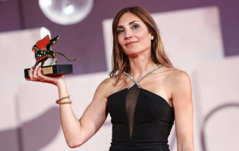 Phim Pháp khai thác về nạn phá thai thắng LHP Venice 2021