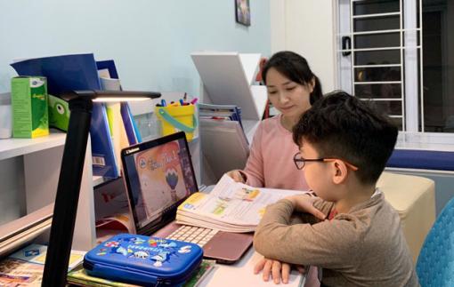 Phó Thủ tướng Vũ Đức Đam yêu cầu giảm tải chương trình, đảm bảo đường truyền internet học trực tuyến