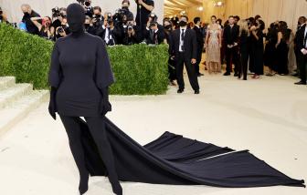 Chiếc váy... kinh dị hết cỡ của Kim Kardashian tại Met Gala