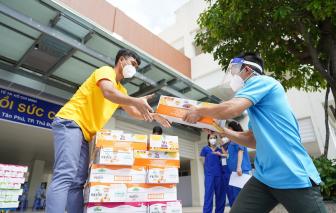 Vinamilk ủng hộ thêm 5 tỷ đồng sản phẩm và thiết bị y tế cho các trung tâm hồi sức tích cực, bệnh viện tuyến đầu